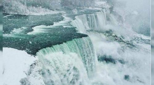 Air Terjun Terbesar di Dunia Membeku, Begini Penampakannya