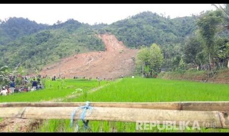 38 Korban Longsor di Sukabumi Masih Tertimbun