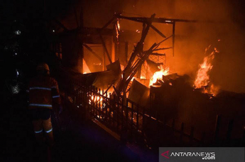Malam Pergantian Tahun, Tiga Rumah di Pekanbaru Ludes Terbakar