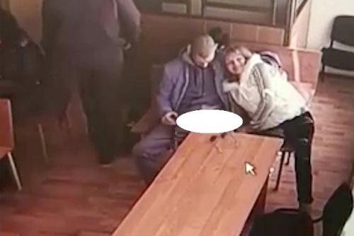 Keterlaluan, Lidia Nekat Cabuli Pacarnya di Ruang Sidang Pengadilan, Justru Tersenyum Saat Ditegur Hakim