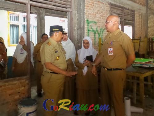 Sebelum Pimpin Apel Tiga Pilar, Wagubri Edy Nasution Sempatkan Tinjau UNBK di SMAN 1 Pekanbaru