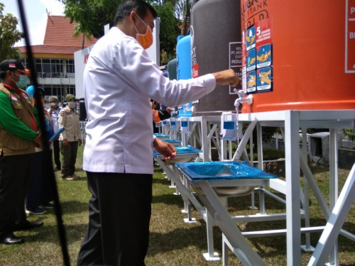 Bantu Pemerintah, Puluhan Unit Alat Cuci Tangan Disumbangkan Berbagai Kelompok Masyarakat di Pekanbaru