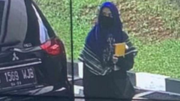 Pengamat Teroris: Aneh, Zakiah Aini Bawa Senpi Bisa Lolos dari Metal Detector Mabes Polri