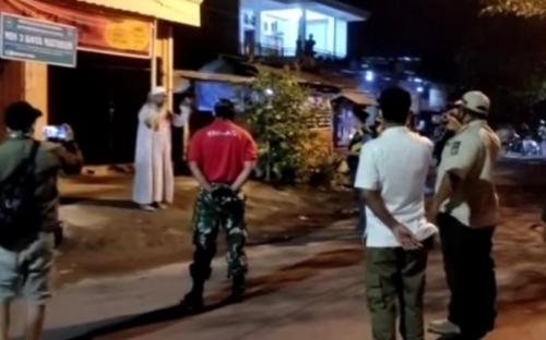Pasien Positif Corona Dijemput Petugas Saat Tarawih Berjamaah di Masjid