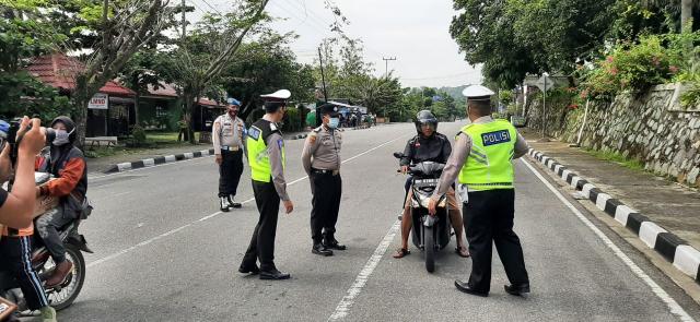 Polres Kampar Kerahkan Puluhan Anggota Lakukan Pendisiplinan Prokes Covid-19 di Kota Bangkinang