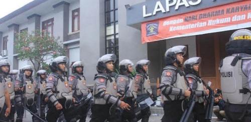 Gara-gara Senggolan di Pintu Lapas, Polisi Dikeroyok dan Ditikam Napi
