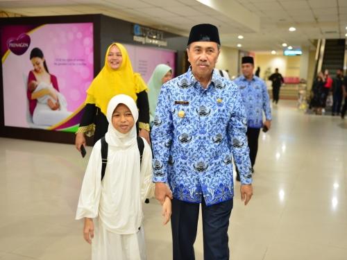 Humaira Peraih Juara 2 Tartil Quran Internasional Tiba di Riau, Gubri Syamsuar Sambut Langsung Kedatangannya