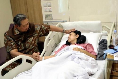 Seluruh Keluarga SBY Mendampingi pada Detik-detik Ibu Ani Hembuskan Nafas Terakhir