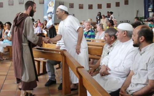 Tunjukkan Solidaritas, Ratusan Muslim Prancis Hadiri Misa Untuk Korban Penyanderaan Gereja