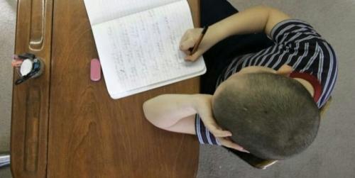 Bocah Usia 13 Tahun Ditangkap, Diborgol dan Ditahan karena Bersendawa di Kelas