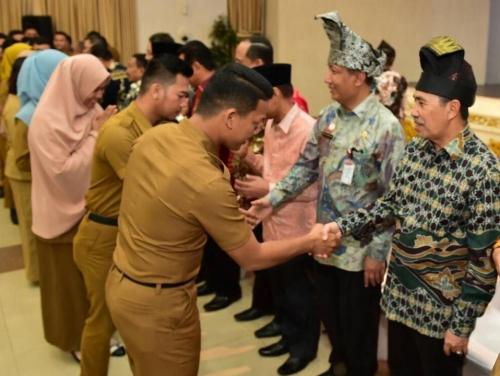 Gubernur Terima 20 Orang Lulusan IPDN Angkatan XXV di Riau