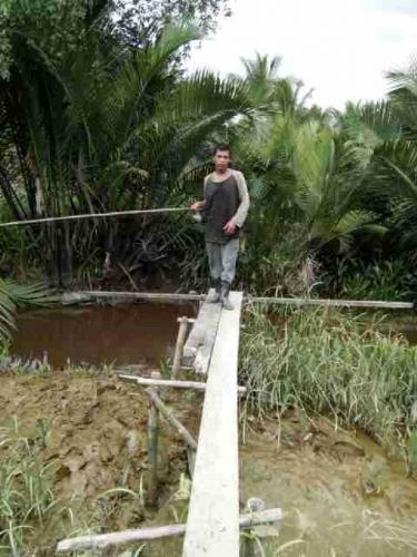 Mancing Ikan, Petani di Kuindra Inhil Dikagetkan dengan Munculnya Sesosok Predator yang Langsung Menerkamnya