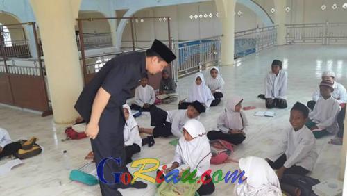 Regulasi Pusat Membedakan Teknis Bantuan Sekolah Umum dan Agama, Abi Bahrun: Perbedaan Kecil yang Berdampak Besar