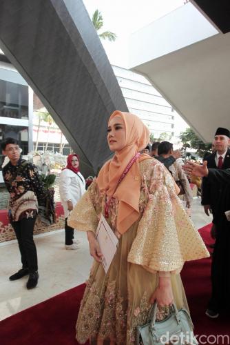 Hari Pertama Jadi Anggota DPR, Begini Penampakan Artis Mulan Jameela