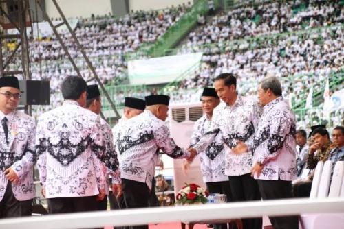Jokowi Terbitkan PP 49/2018, Guru Honor Berusia di Atas 35 Tahun Bisa Jadi Pegawai Pemerintah