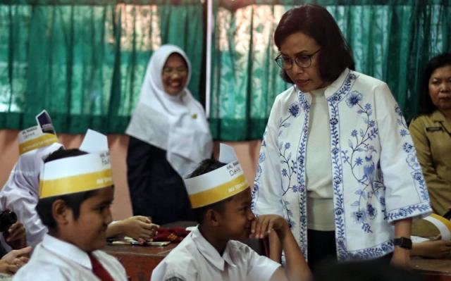 Menkeu Sri Mulyani: Ketemu Teman-teman Sekolah Tetap Jaga Jarak