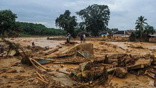 Tolong, 100 Santriwati Terjebak Banjir di Cipanas