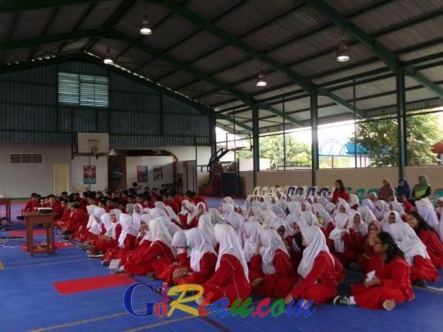Hadapi UNBK 2018, Pelajar SMAS Cendana Duri Antusias Ikuti Motivasi dari Ustaz Sarman Mirja