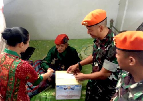 Yonko 462 Paskhas Anjangsana ke Rumah Purnawirawan Kopasgat