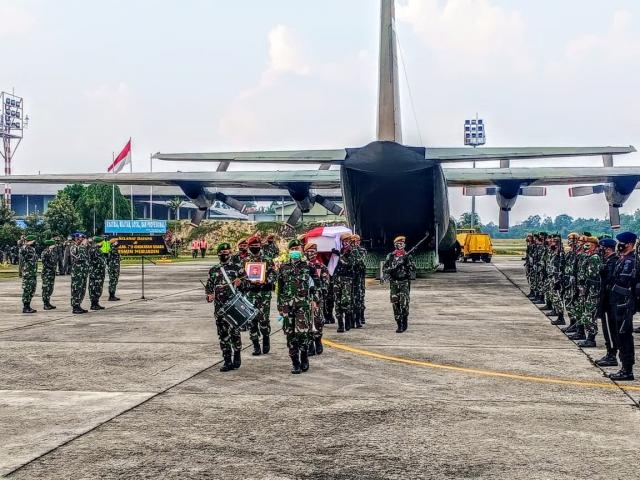 Tiba di Pekanbaru, Almarhum Praka Dedy Irawan akan Dimakamkan di Taman Makam Bahagia Pekanbaru