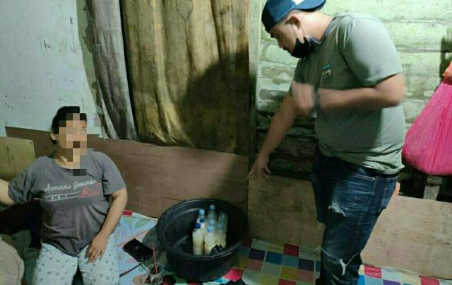Polisi Sita Puluhan Botol Minuman Beralkohol Jenis Tuak di Tembilahan
