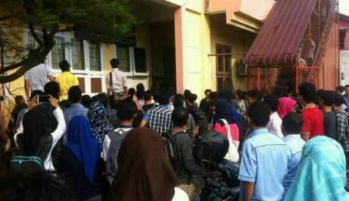 Evakuasi Pembunuh Dosen UMSU Dihalangi Mahasiswa, Polisi Terpaksa Tembakkan Gas Air Mata