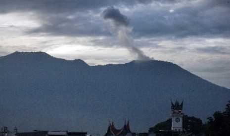 Gunung Marapi di Sumbar Meletus Rabu Pagi, Warga Dilarang Beraktivitas Radius 3 Kilometer