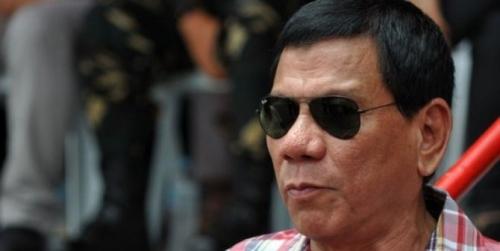 Setelah Dilantik Jadi Presiden, Pria Renta Ini Langsung Berkunjung ke Area Kumuh dan Tangkap Beberapa Pengedar Narkotika