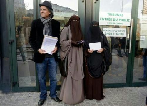 Bela Para Muslimah Berhijab, Pria Kaya Ini Rela Bayar Denda Miliaran Rupiah