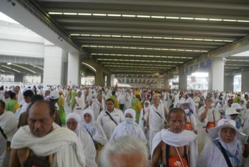 Ratusan Jamaah Haji Indonesia Tergeletak dan Pingsan di Terowongan Mina