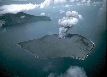 Gunung Anak Krakatau Meletus 56 Kali dalam 24 Jam