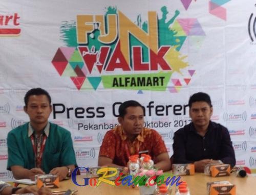 Hadirkan Raffi Ahmad dan Jenita Janet ke Pekanbaru, Ini Rute Jalan Sehat Semarak 18 Tahun Alfamart