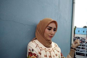 Pedangdut Shinta Bachir Batal Menikah Gara-gara Diajak Tunangan Tidur Bareng di Apartemen