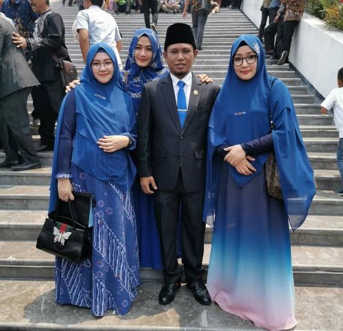 Dilantik Jadi Anggota DPR, Fadil Datang ke Gedung Dewan Didampingi 3 Istri Cantiknya, Ini Penampakannya