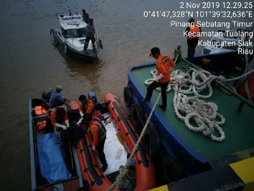 ABK Tug Boat Noah 08 yang Tenggelam di Sungai Siak Tualang Ditemukan Dalam Keadaan Meninggal Dunia