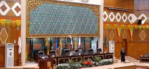 Gubri Sampaikan Nota Keuangan APBD Riau 2020, Nilainya Rp12,379 Triliun