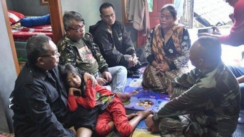 Memilukan, Gadis Kecil Ini Kehilangan Ibu dan 11 Keluarganya Sekaligus Akibat Longsor di Sukabumi