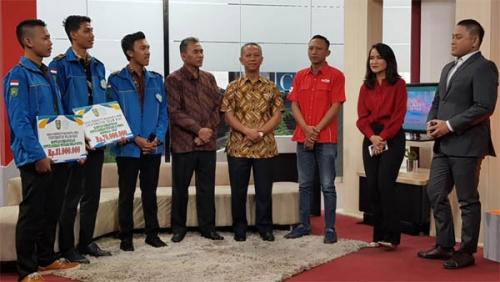 UIR Serahkan Bantuan Kemanusiaan Palu dan Banten Rp101 Juta ke TVOne