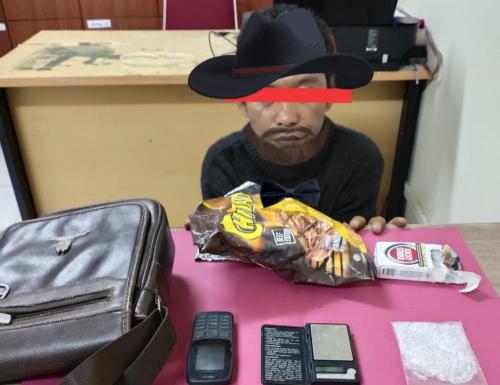 Duduk di Pinggir Jalan Sambil Nyemil, Warga Balairaja Ditangkap Polres Siak
