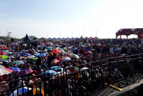Tausyiah di Hadapan Ribuan Jamaah di Aie Pacah, UAS: Pejabat Ikhlas Disanjung Tidak Terbang, Dicaci Tidak Tumbang