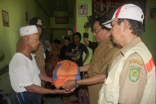 Bupati Inhil Beserta Rombongan Langsung Kunjungi Para Korban Kebakaran di Jalan Datuk Bandar Tembilahan
