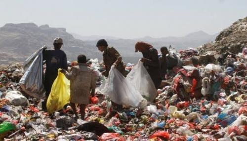 Warga Yaman Terpaksa Makan Sampah untuk Bertahan Hidup