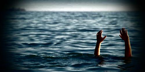 Bocah 9 Tahun Tercebur ke Laut Gara-gara Asyik Main Ponsel, Beruntung Diselamatkan Pocong