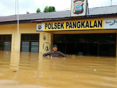 Banjir Tinggi Masih Rendam Daerah Pangkalan Koto Baru Hingga Siang Ini, Akses Jalan Lintas Riau-Sumbar Tak Bisa Dilewati, Berikut Situasi Terkininya