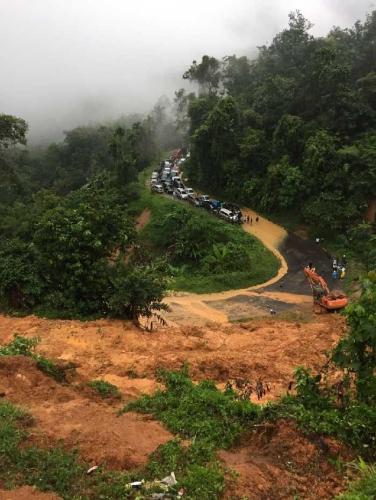 Jalur Lintas Riau-Sumbar Putus Akibat Banjir dan Longsor, Polisi Alihkan Rute ke Kiliranjao