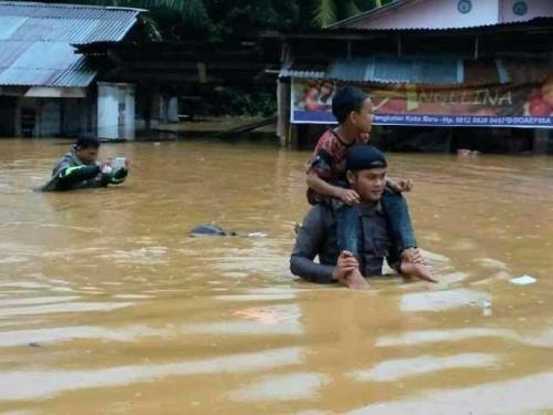 22 Titik Longsor Disepanjang Jalur Riau-Sumbar, Evakuasi Korban Masih Dilakukan Hingga Malam Ini, Berikut Info Terbarunya