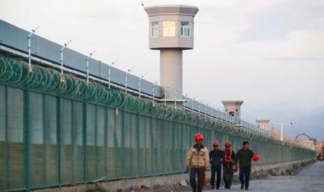 Lebih 80 Ribu Muslim Uighur Kerja Paksa di Pabrik-pabrik 83 Merek Terkenal, Termasuk BMW, Nike dan Samsung