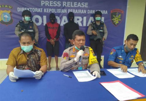 Ditpolairud Polda Riau Tangkap Dua Pengangkut Kayu Ilegal Sebanyak 55 Rakit di Pulau Padang Meranti