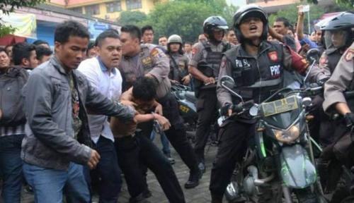 UMSU Medan Kibarkan Bendera Setengah Tiang Pasca Terbunuhnya Dosen oleh Mahasiswa Sendiri