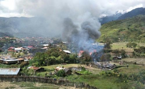 Puncak Jaya Mencekam, 4 Orang Luka dan Puluhan Rumah Dibakar